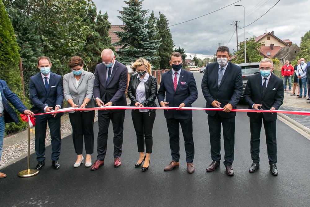 Uroczyście oddano do użytku drogę w miejscowości Wola Łaszczowa.