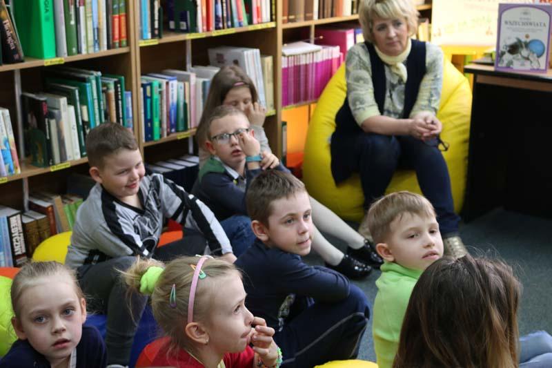 W świecie książek-pierwsza wizyta w Bibliotece Publicznej