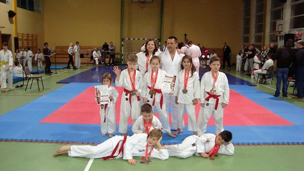 """III miejsce UKS """"SATO"""" Kazimierz Biskupi w Mikołajkowym Pucharze Polski Dzieci i Młodzieży w Karate Tsunami"""