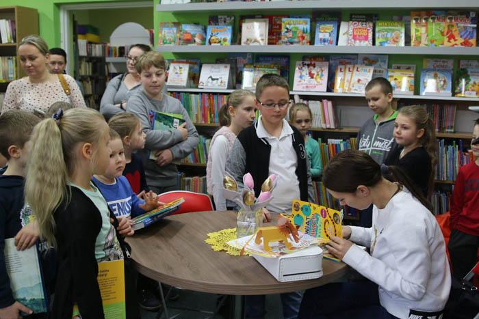 Zaklinaczka zwierząt w bibliotece