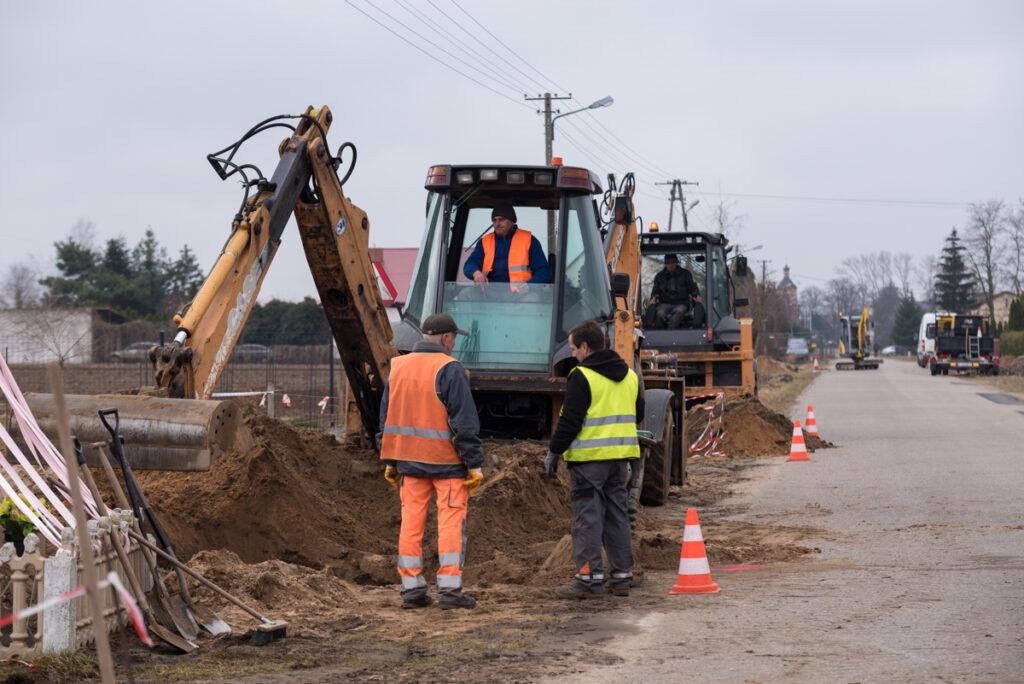 Budowa wodociągu w Dobrosołowie